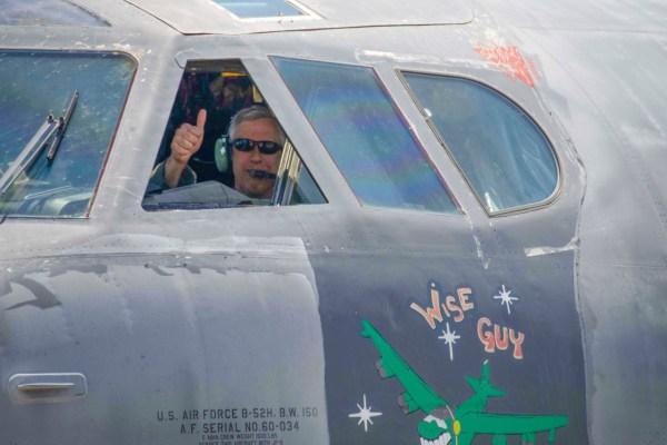 190514 F YH293 1110 600x400 - IMAGENS: USAF recoloca em voo um segundo B-52H que estava armazenado no deserto