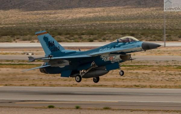 """190523 F NG544 243 600x378 - VÍDEO: Voa o caça F-16 """"Ghost"""""""