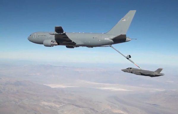 KC 46A F 35 USAF 1024x653 2 600x383 - Boeing completa testes de reabastecimento em voo do KC-46 com o caça F-35