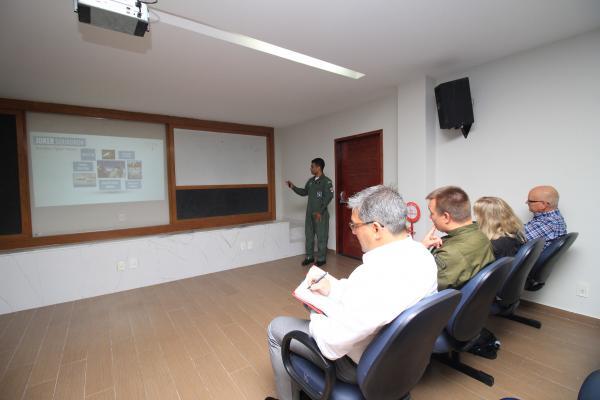 i1951413311204918 600x400 - Comitiva sueca conhece formação de pilotos de caça da Força Aérea Brasileira