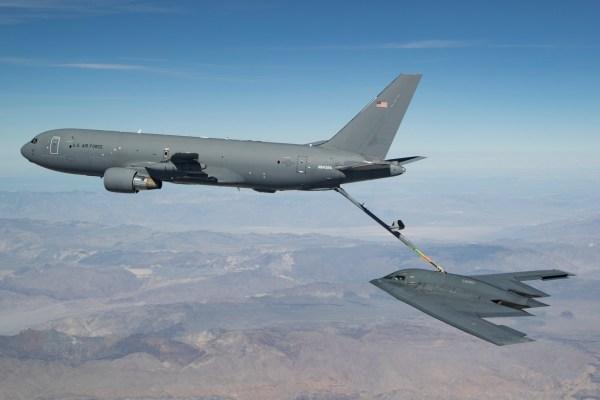 190423 F CX978 0052 600x400 - Aeronave KC-46 reabastece em voo o B-2 Spirit pela primeira vez