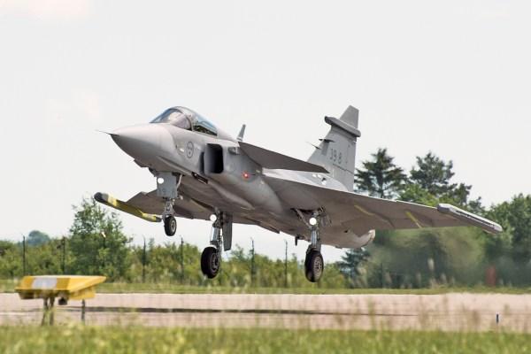 GripenNG 01 600x400 - Saab preparada para oferecer fabricação do Gripen no Canadá