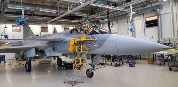 gripen e 39 8 c beth stevenson 600x295 - Saab preparada para oferecer fabricação do Gripen no Canadá