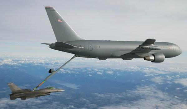 kc 46a first contact 23 jan 20162 600x351 - Emirados Árabes Unidos solicita compra de três reabastecedores KC-46A Pegasus