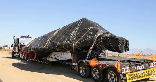 """F117onTruck 800 90 - IMAGENS: F-117 Nighthawk é """"visto"""" em trânsito na Califórnia"""