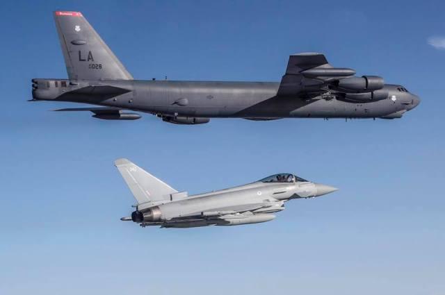 73152207 1404937792999052 321018482906890240 n - IMAGENS: Typhoons da RAF realizam voo conjunto com bombardeiros B-52 da USAF