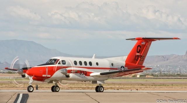 9406267402 d4ca34845d b 650x361 - Dez aeronaves Beechcraft TC-12B Huron ex-US NAVY para a Força Aérea Argentina?