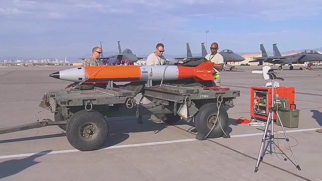B61 12 Nuclear Gravity Bomb - Força Aérea dos EUA realiza testes de voo de desenvolvimento da bomba nuclear B61-12