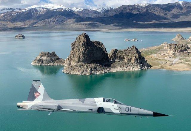 D3 DvyyUUAA5IR7 - USAF fecha mega acordo com empresas de serviços de combate aéreo adversário