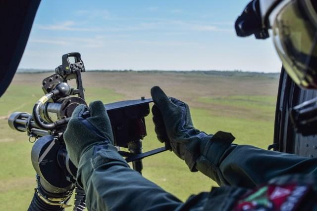 DSC 0140 - Esquadrão da FAB realiza campanha de tiro lateral com helicópteros Black Hawk