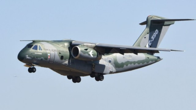 p1739644 main - Presidente da Ucrânia demonstra interesse nas aeronaves Super Tucano e KC-390