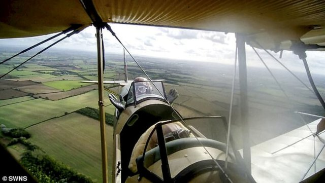 veterano RAF - Veterano da RAF de 83 anos realiza sonho de voltar aos céus