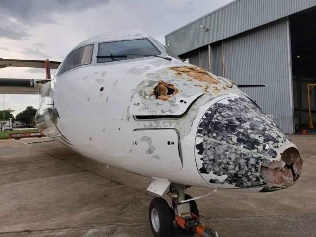 DASH 8 PROFLIGHT 103 - IMAGENS: Aeronave Dash 8 fica seriamente danificada por granizo e raio durante aproximação