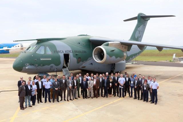Visita 2 - Parlamentares conhecem linha de montagem do KC-390 e instalações do Projeto FX-2