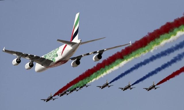 ec891c055075b01d41e3cef6a1e6d0f7 - VÍDEO: Dubai Airshow abre em grande estilo com belo sobrevoo de A380 e a Al Fursan