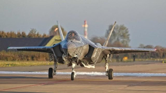 """yourfile 6 - Após """"batismo de espuma"""", primeiro F-35A holandês ficará fora de voo por três semanas"""