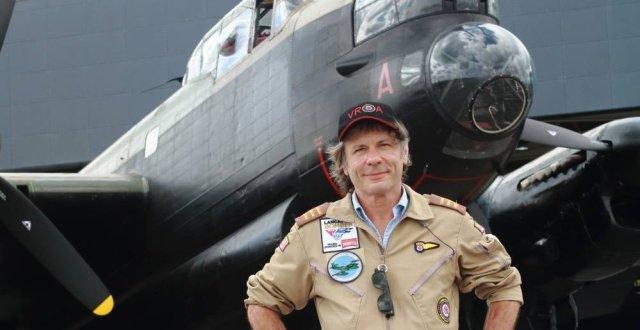 Resultado de imagem para Bruce Dickinson é premiado na Royal Air Force