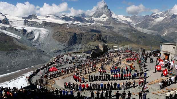 A gathering of 508 alphorn players broke the world record for the largest ensemble of people playing the alphorn, on the Gornergrat in front of the Matterhorn mountain.