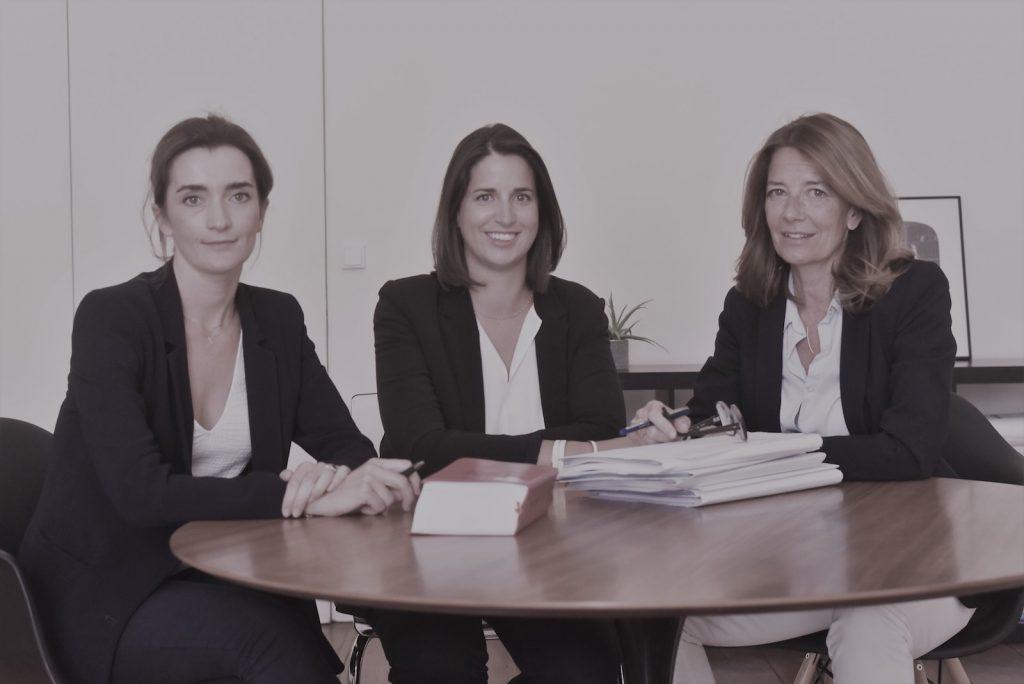situe dans le centre ville de bordeaux le cabinet est compose d une equipe d avocats pluridisciplinaires qui intervient aussi bien en conseil qu en