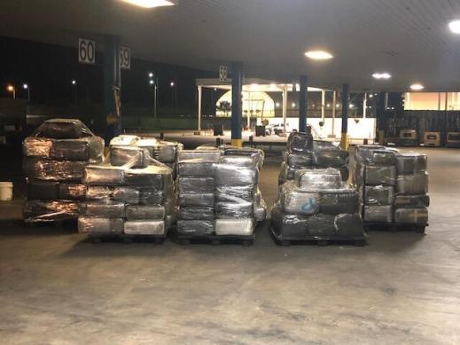 Paquetes que contienen 4,602 libras de marihuana incautadas por oficiales de CBP en World Trade Bridge