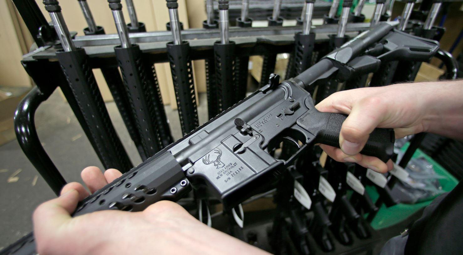 AR-15 rifle_211294