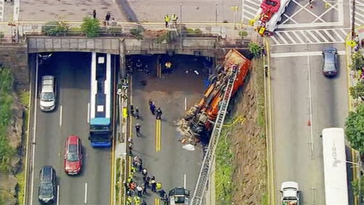 Truck crash snarls commute out of NYC on eve of holiday – CBS 17 com