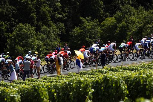Tour de France: Viviani storms bunch sprint to win Stage 4