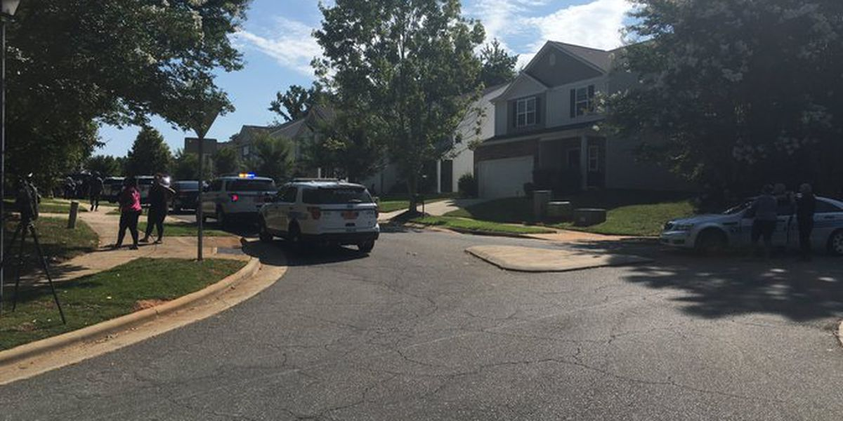 Man dies after being shot in chest, crashing car into NC house | CBS 17