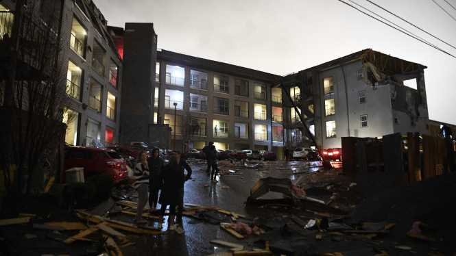 Disaster Tornadoes Shred 40 Buildings