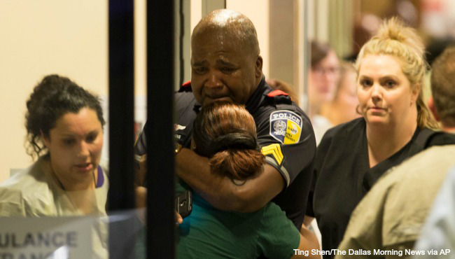 Five officers killed in Dallas_180836