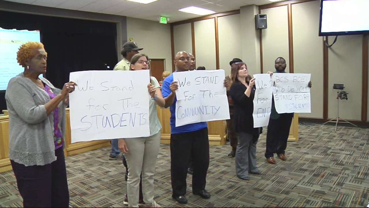 Superintendent protests_259112