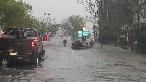 Cajun_Navy_rescues_people_stranded_in_Ne_0_20180914151656