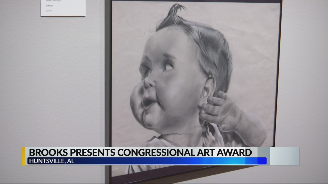 Congressman Mo Brooks presents art award to students