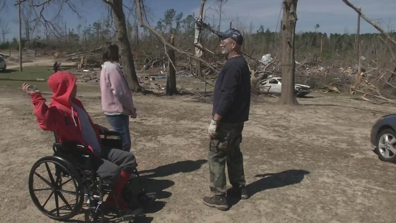 Son a 'hero' after rescuing parents during Lee County storm