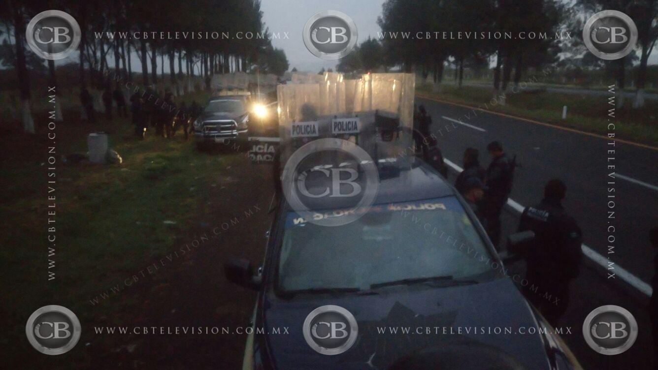Suman 9 policías muertos tras volcadura en Michoacán