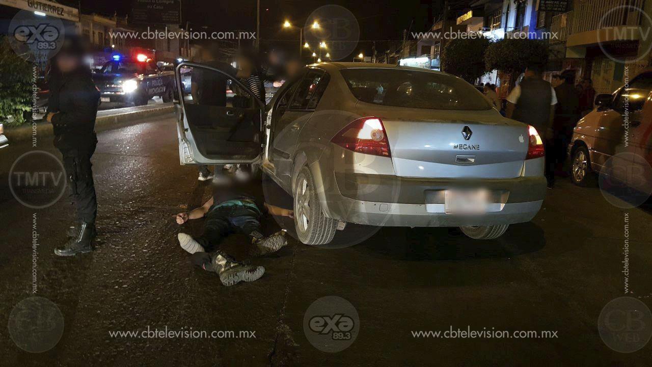 Intenta despojar a una mujer de su vehículo; termina golpeado y sometido por transeúntes