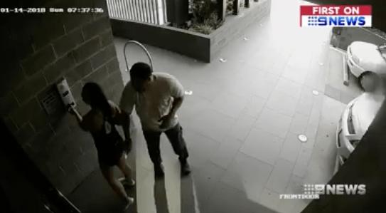 Indignante: Acosador manosea a una joven porque tiene