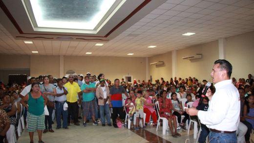 Torres Piña recorre el territorio michoacano en su precampaña al senado por el PRD