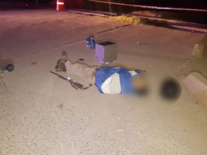 Presuntos sicarios a bordo de una moto matan a un hombre junto a su bebé en Guanajuato