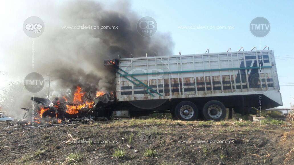 Bloquean e incendian camiones tras detención de