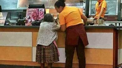 """Trabajadoras pagan cuanta de """"ancianita"""" que no tenía dinero para comer"""