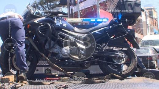 Taxista impacta a motopatrullero en la avenida Madero