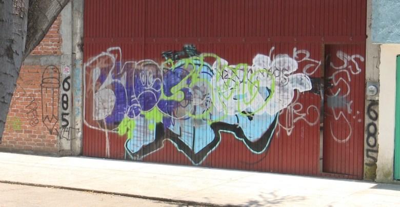 Mariano Escobedo lucha contra el graffiti; vecinos demandan solución