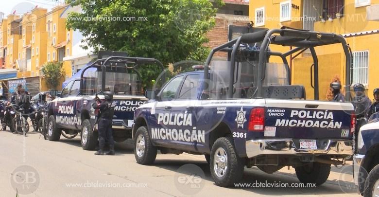 Arrestan a dos personas en Tacámbaro con arma de fuego y droga