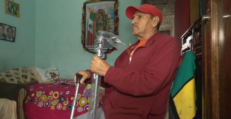 Grupo CB mejora la vida de Pedro Bedolla al entregar bastón