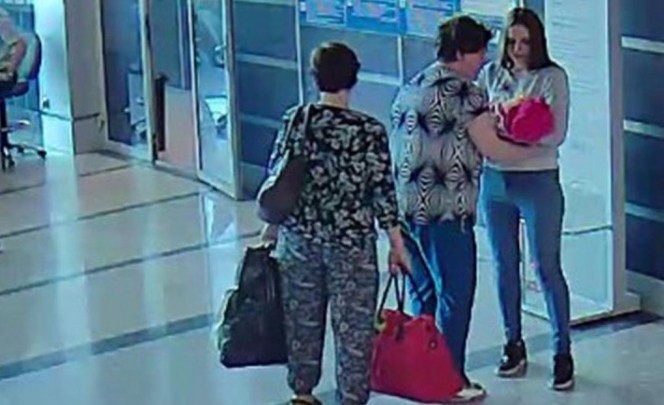 VIDEO: Graban a mujer mientras vende a su bebé por 900 pesos