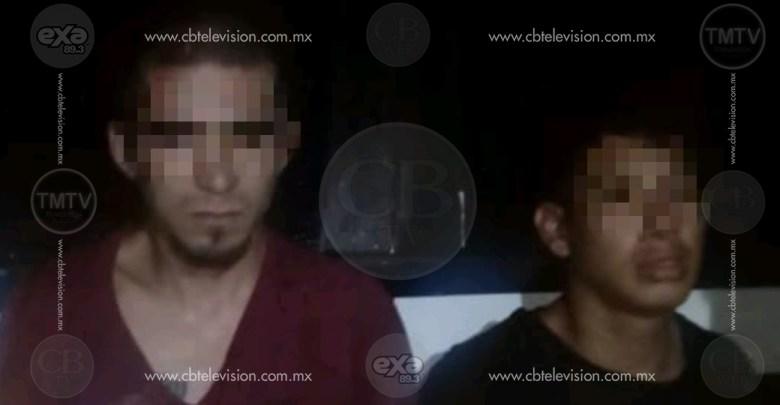 Policía Michoacana detiene a hombres armados en un auto robado