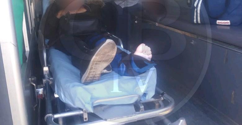Dos lesionados al derrapar motocicleta, uno de ellos menor de edad