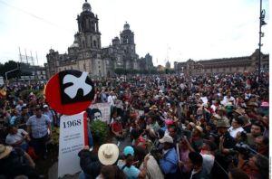 Colocan antimonumento del 68 en Zócalo