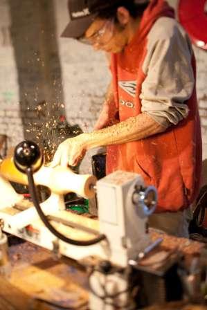 sculptor at la braderie de l'art, roubaix